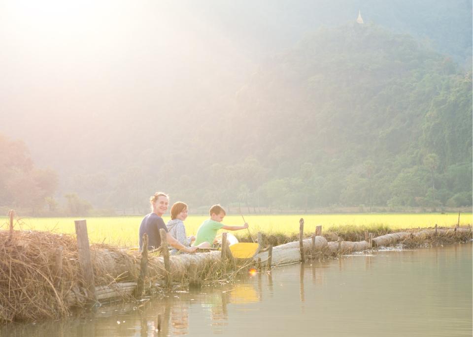 Leap_Hop_Blog_Myanmar_kayak