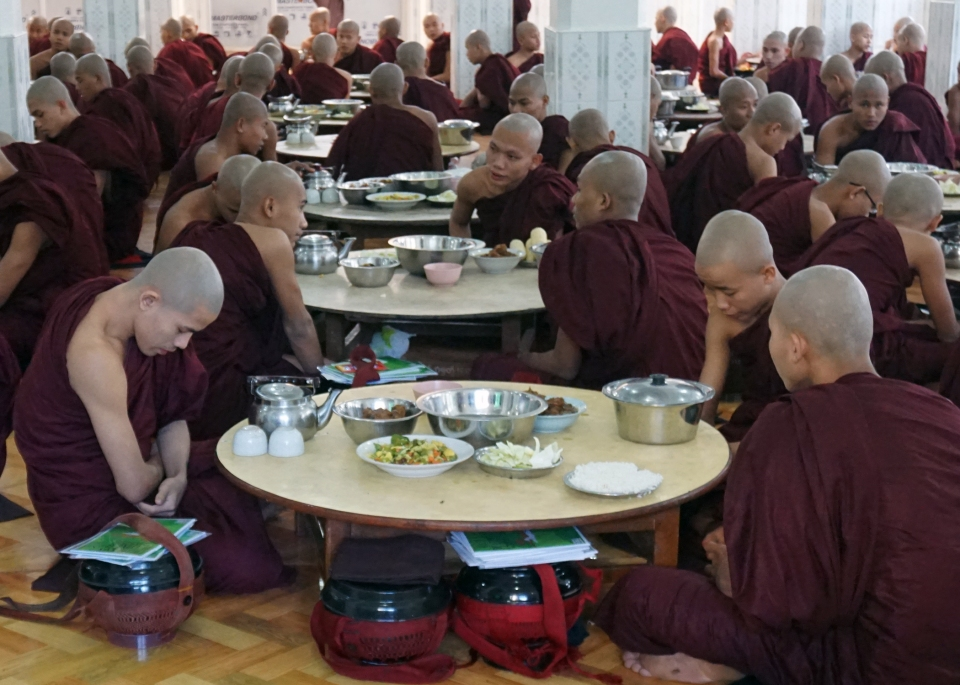 Leap_Hop_Blog_Myanmar_Monk_breakfast