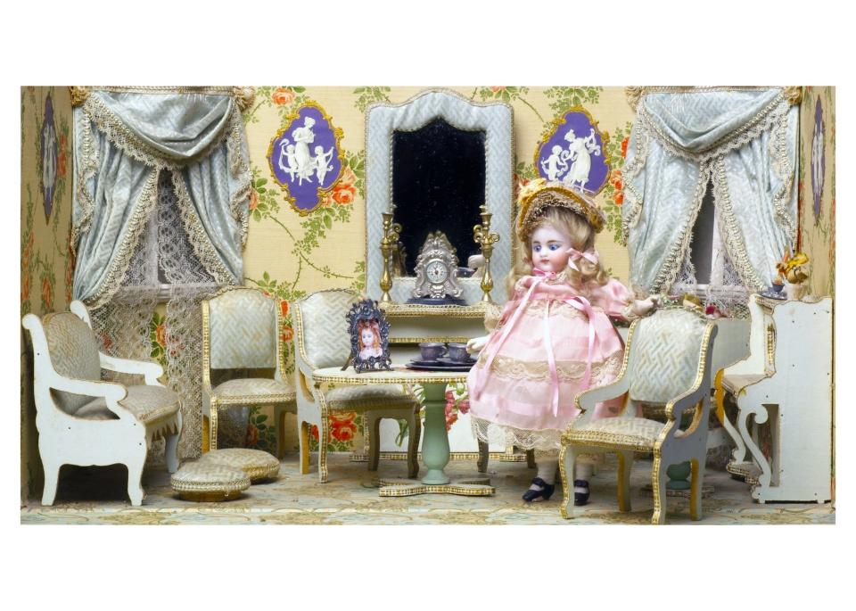 Paris Travel Children Doll Museum