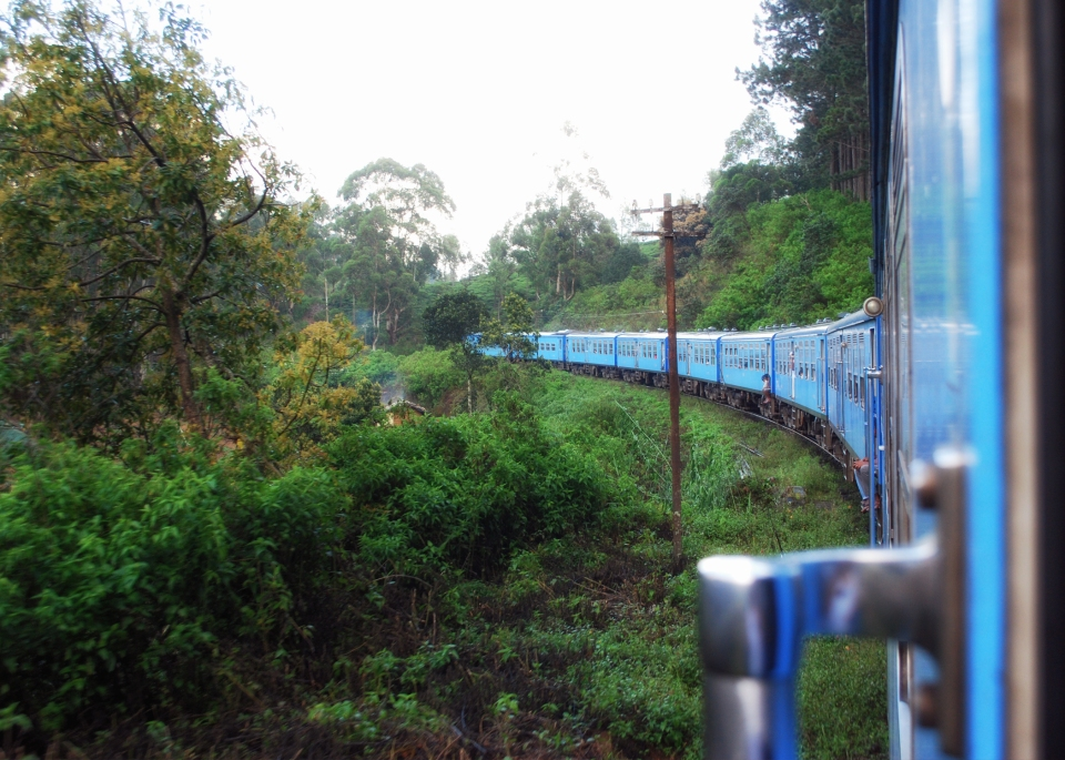 leap-hop-sri-lanka-train-to-nuwara-elyia
